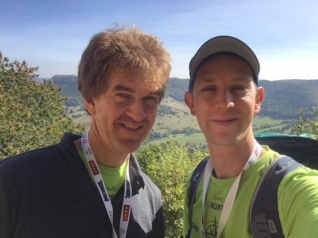 """outdoor.markt-Chefredakteur Wilfried Spürck (l.) und David Vinzentz (stv. Chefredakteur """"Wanderlust"""") auf der Burg Teck."""