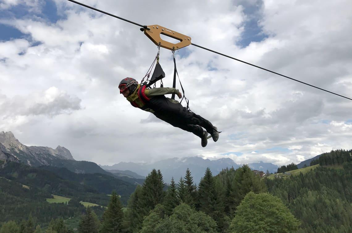 """Mit dem Flying Fox """"flog"""" outdoor.markt-Chefredakteurin beim Ledlenser-Event durch das Salzburger Land."""